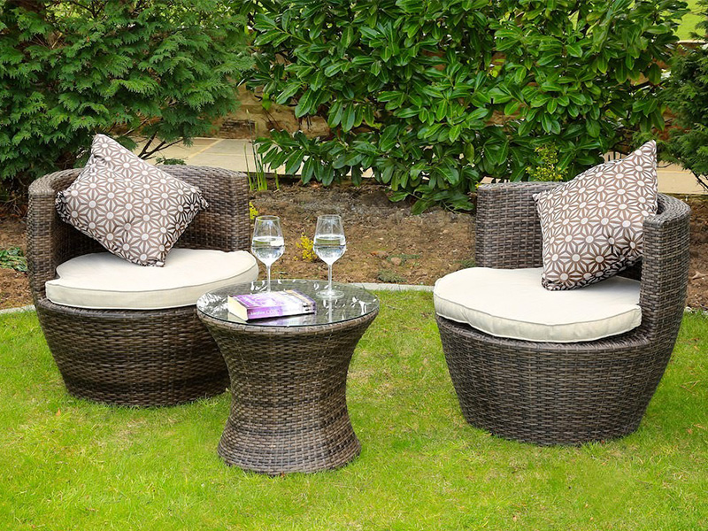 outdoor rattan dining table and chairs